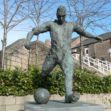 Statue of Newcastle United footballer Jackie Milburn. Photograph by Martin McG on a Creative Commons licence